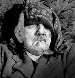 По утверждению Басти, на этом фото — 75-летний Гитлер в последние часы жизни.