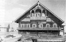 Крестьянская изба, стоящая на острове Кижи в одноимённом архитектурно-этнографическом музее-заповеднике.